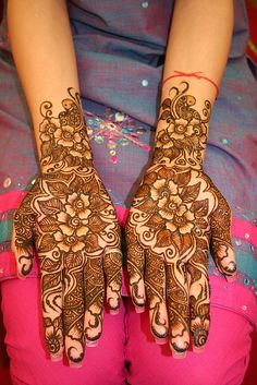 i want to elope but when i do i still wanna get the henna done for my wedding. i think it is a beautiful idea :)