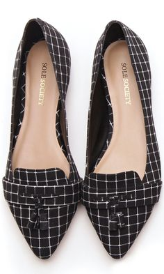Flat loafers with a front tassel and pointed toe.