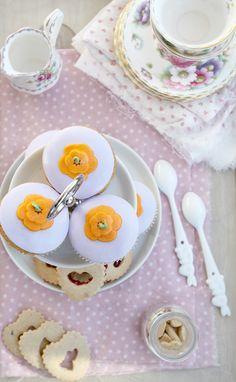 Vanilla cupcakes & Linzer cookies