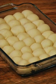 My story in recipes: Lunch Lady Cafeteria Rolls School Yeast Rolls Recipe, Easy Yeast Rolls, Homemade Yeast Rolls, Homemade Dinner Rolls, Dinner Rolls Recipe, Quick Rolls, Homemade Biscuits, Roll Recipe, Bread Rolls