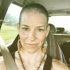 Wow Evangeline Lilly's buzzed her head Evangeline Lilly, Celebrity Hairstyles, Braided Hairstyles, Kim Kardashian, Short Hair Cuts, Short Hair Styles, Shaved Hair Women, Revealing Swimsuits, Princess Fiona