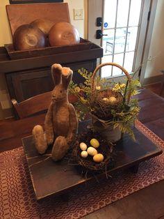 🌟Tante S!fr@ loves this📌🌟Gail Reeder Prim Decor, Primitive Decor, Primitive Homes, Easter Crafts, Easter Decor, Easter Ideas, Primitive Dining Rooms, Deco Champetre, Hoppy Easter