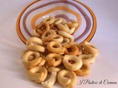 """I taralli o """"scaldatelli"""", come vengono chiamati nella mia zona, sono un prodotto tipico della Puglia, si possono accompagnare sia al dolce che al salato..."""