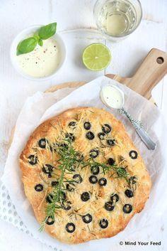 Plat brood met olijven en rozemarijn - Mind Your Feed #flatbread