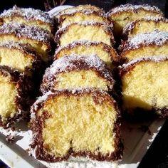 Αφράτο, γευστικό κέικ βουτηγμένο σε σοκολάτα και καρύδα από ΤΖΕΝΗ ΤΣΑΝΑΚΤΣΙΔΟΥ! Greek Sweets, Greek Desserts, Greek Recipes, Light Recipes, Cookbook Recipes, Cake Recipes, Dessert Recipes, Cooking Recipes, Sweets Cake