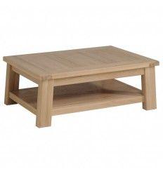 Table basse en bois massif (chêne patiné blanchi).