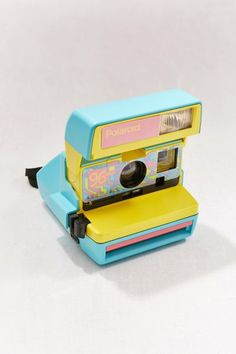 Check out Polaroid Originals Refurbished 600 96 Cam Fresh Blue Instant Camera from Urban Outfitters Nikon D5200, Dslr Nikon, Vintage Polaroid Camera, Vintage Cameras, Polaroid Film, Camera Aesthetic, Retro Aesthetic, Photo Kawaii, Photoshop Elements