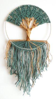 The best Crochet wall hangings Macrame Wall Hanging Diy, Macrame Art, Macrame Projects, Macrame Knots, Macrame Patterns, Crochet Patterns, Crochet Wall Hangings, Rope Crafts, Macrame Design