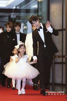 Doyoung and kids Johnny Lee, Fandom Kpop, Nct Doyoung, Fan Art, Winwin, Taeyong, Jaehyun, South Korean Boy Band, Nct Dream