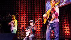 Teenaged Boys Wonders Play Bluegrass. Brothers Jonny, Robbie and Tomy Mizzone are The Sleepy Man Banjo Boys. A Trio Virtuoso Bluegrass. Musicians Who Play With Dazzling Vivacity.