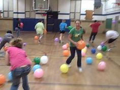 Ideas For Gym Games For Kids Team Building Physical Education Games To Play With Kids, Outdoor Games For Kids, Games For Teens, Kids Party Games, Fitness Games For Kids, Youth Group Games, Team Games, Youth Groups, Abc Games
