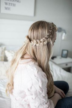 Hair // Half Crown Braid Tutorial The perfect, easy side braid to hide bangs or keep hair out of you Messy Braid Tutorials, Messy Braids, Side Braids, Braided Crown Hairstyles, Hairstyles With Bangs, Cool Hairstyles, Hair Knot Tutorial, Braid Crown Tutorial, Hide Bangs