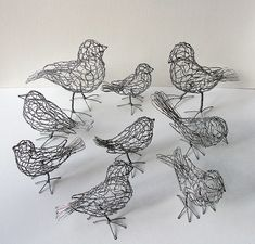 Want to make these to put on my bookshelf in livi - Sculpture - Print the sulpture yourself - Delightful chicken wire birds! Want to make these to put on my bookshelf in living room. Wire Art Sculpture, Sculpture Projects, Modern Sculpture, Sculpture Ideas, Chicken Wire Sculpture Diy, Metal Sculptures, Abstract Sculpture, Bronze Sculpture, Sculpture Garden