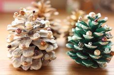 松ぼっくり クリスマスツリー もっと見る Diy Christmas Garland, Diy Garland, Christmas Crafts For Kids, Christmas Holidays, Merry Christmas, Christmas Gifts, Christmas Decorations, Pine Cone Crafts, Decoration Table