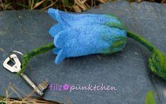 """Schlüsseletuis - Schlüsselmäppchen """"Glockenblume hellblau"""" - ein Designerstück von filzpuenktchen bei DaWanda"""