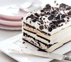 Easy ice cream sandwich cake, with all the differint ice cream bars this could be a masterpiece even for someone who is that creative with desserts Frozen Desserts, Just Desserts, Dessert Recipes, Dessert Healthy, Cake Recipes, Frozen Treats, Quick Dessert, Oreo Dessert, Dessert Food
