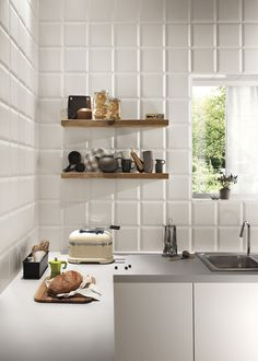 Kitchen tiles are the missing pieces that determine its look and atmosphere. There are several tips to choosing the right kitchen wall tiles. Kitchen Cabinets Knobs And Pulls, White Kitchen Cupboards, Kitchen Splashback Tiles, Cottage Dining Rooms, Design, Praha, Bathroom Images, White Tiles, Stoneware