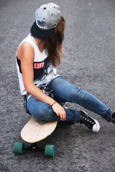 Im Rlly into skate stuff rn Skater Girl Outfits, Tomboy Outfits, Tomboy Fashion, Punk Fashion, Girl Fashion, Cute Outfits, Fashion Outfits, Look Skater, Skater Girl Style