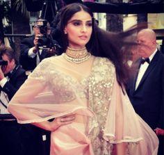 Cannes 2014: Sonam Kapoor in Sunita Kapoor jewels