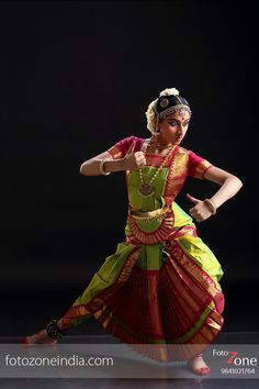 FotoZone - Experienced Bhratanatyam and Classical Dance Photographer, has closely worked with almost all leading Classical Dance Teachers in India. Dance Photography Poses, Dance Poses, Isadora Duncan, Dance Art, Folk Dance, Belly Dancer Costumes, Indian Bridal Sarees, Indian Classical Dance, Dance Paintings