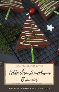 Lebkuchen-Tannenbaum-BrowniesHow about Christmas time with these delicious gingerbread brownies . cut as a fir tree. In addition they are with applesauce instead of butter, so a little lower calorie . but delicious and stay fresh for a lon Applesauce Brownies, Baking With Applesauce, Christmas Tree Brownies, Gingerbread Christmas Tree, Kreative Snacks, Spice Bread, Advent Season, Blondie Brownies, Fir Tree