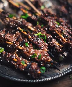Everybody looks forward to summer because warm weather equals outdoor grilling! Grilled Steak Recipes, Grilling Recipes, Pork Recipes, Asian Recipes, Terriyaki Beef, Steak Dinner Sides, Confort Food, Non Blondes, Gourmet