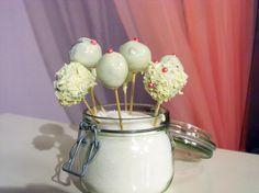 Cake pops — Sama doma — Česká televize Cake Pops, Desserts, Food, Tailgate Desserts, Deserts, Essen, Postres, Meals, Dessert