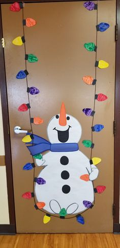 Lots of Winter and Christmas ideas including this cute snowman for your classroom door. Lots of Winter and Christmas ideas including this cute snowman for your classroom door. Diy Christmas Door Decorations, Christmas Door Decorating Contest, Christmas Classroom Door, School Door Decorations, Christmas Crafts For Kids, Christmas Activities, Xmas Crafts, Christmas Art, Christmas Ideas