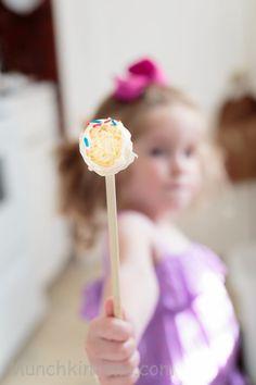 Easy Vanilla Cake Pops Recipe for Babycakes Cake Pops Maker www.munchkintime.com
