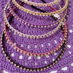 Tiaras de strass. Criação Clabi Bijoux e Artesanato.