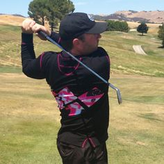 From Poodle's Limited Edition 'WOLF' series for men: the Derma pullover in Black w/Flagtagged pink print. #golf