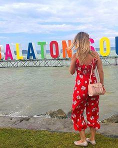hellobalaton! @balatonsound2018 #balatonsound #sound #balaton #summervibes #reddress #redjumper #blondhair #beach #beachparty #party #festivalfashion #festivalootd #ootd #festival