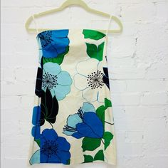 NWOT Banana Republic strapless floral dress stretch strapless BR floral dress. Never worn it. Size is 0 petite. Exterior is 98% cotton and 2% spandex. Lining is 95% polyester and 5% soandex. This dress is gorgeous and perfect for any spring/summer party, brunch, wedding and so on :) Banana Republic Dresses