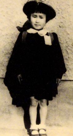 Sadako Sasaki (im Alter von 6 Jahren) wurde durch ihre Geschichte zur weltweit bekanntesten Hibakusha (Opfer der Atombombenabwürfe auf Hiroshima und Nagasaki)