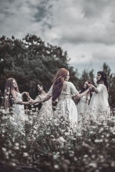 imagen discovered by 堕天使. Discover (and save!) your own images and videos on We Heart It. The dancing witches Beltane, Story Inspiration, Character Inspiration, Writing Inspiration, Wiccan, Witchcraft, Images Esthétiques, Fantasy Photography, Beauty Photography