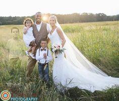 Cela faisait plusieurs années qu'Anna Bozman et son compagnon Travis Thompson rêvaient de se marier. Le 9 octobre dernier, le couple s'est enfin uni dans une ferme située près d'Athens, en Georgie. Mais la jeune mariée, qui a perdu un de ses trois ...
