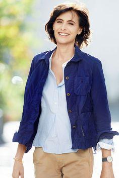 Ines de la Fressange pour Uniqlo - veste de travail bleu ouvrier - EN IMAGES. La collection Inès de la Fressange pour Uniqlo - L'EXPRESS