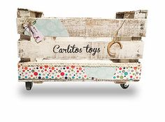 Personalizamos cajas antiguas de madera a tu gusto. Además, te presentamos ideas donde el concepto reciclaje no riñe con el buen gusto. ¡Ven a verlo! Diy Wooden Crate, Decoupage Wood, Diy Baby Gifts, Wood Crates, Pallet Art, Toy Boxes, Bohemian Decor, Toy Chest, Craft Projects