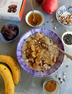 Warm Breakfast with Oat Bran, Banana and Dates Greek Recipes, Diet Recipes, Healthy Recipes, English Food, Healthy Sweets, Raw Vegan, Food Hacks, Dates, Brunch