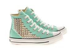 Creative way to put studs in your converse Outfits With Converse, Converse Sneakers, Converse All Star, Converse Chuck Taylor, High Top Sneakers, Converse High, Ella Shoes, Me Too Shoes, Custom Converse