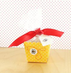 Stamped and Delivered: Bees and Berries No. 5 #stampedanddelivered #amusestudio