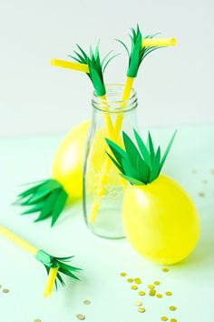 DIY Pineapple Balloons and Straws   like-the-cheese.com