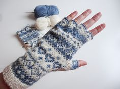 Instructions: Knitting half finger gloves with Norwegian pattern- Anleitung: Halbfingerhandschuhe mit Norwegermuster stricken Instructions: Knitting half finger gloves with Norwegian pattern - Hand Embroidery Patterns Flowers, Embroidery Materials, Hand Embroidery Designs, Embroidery Ideas, Cable Knitting Patterns, Knitting Designs, Hand Knitting, Learn Embroidery, Felt Embroidery