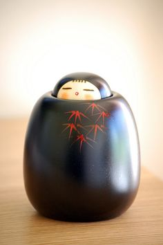 Kokeshi - Kaguya-hime (the baby in the bamboo) Momiji Doll, Kokeshi Dolls, Matryoshka Doll, Blythe Dolls, Art Asiatique, Japanese Textiles, Wooden Dolls, Russian Art, Kokoro