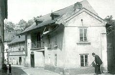 stará Praha Hradčany Gustav Meyrink, Mystery Novels, Vintage Photography, Czech Republic, Prague, Nostalgia, Street View, History, Mystery Books