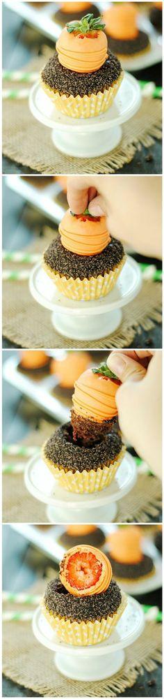 muffin dekoriert mit fondant und erdbeere