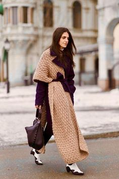 Stockholm Fashion Week, Street Style, Street Chic, Street Fashion, Layering Outfits, Oversized Scarf, Mode Hijab, Knitting Accessories, Wrap Sweater