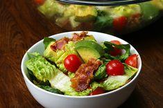 Wenn du diesen Bacon-Tomaten-Avocado-Salat probierst, wirst du Salat nur noch mit Bacon essen