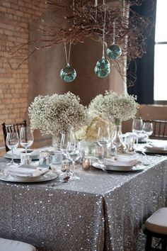 winter wedding decor, hanging ornaments and baby's breath. Cheap but gorgeous. Winter Wedding Decorations, Diy Party Decorations, Decoration Table, Christmas Decorations, Wedding Centerpieces, New Years Eve Decorations, Centerpiece Ideas, Hydrangea Centerpieces, Hanging Centerpiece
