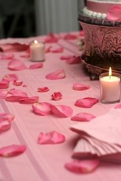 pink rose peddles makes any table setting look amazing Romantic Candles, Pink Candles, Romantic Roses, Romantic Night, Romantic Things, Romantic Ideas, Valentine Day Love, Vintage Valentines, Light My Candle